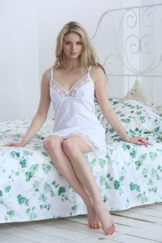 Белая сорочка из хлопка с кружевной отделкой FIORITA